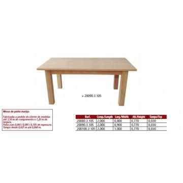 Mesa maciça em madeira de pinho.